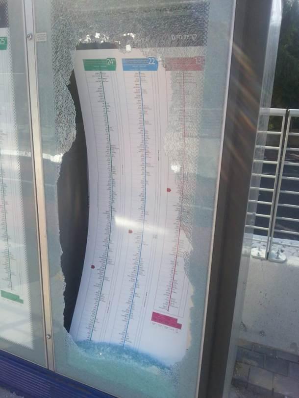 נוסעים זועמים ניפצו זכוכיות בתחנה (צילום: אייל לוי)
