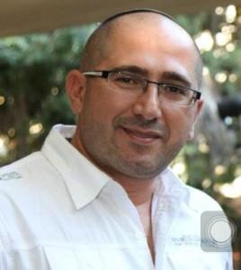 למען החיילים. יגאל כהן, מבעלי רשת אופטיקה כהן