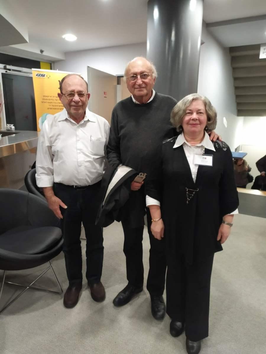 מתוך העיתונות - העיתונאי עמנואל הלפרין ביקר בספרייה העירונית .